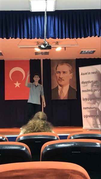 Okullar arasi İstiklal Marşını güzel okuma yarışması