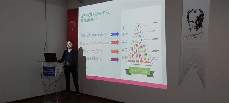 """Dyt Meliha KAPANTAŞ tarafından verilen """"Sağlıklı Beslenme ve Diyabet""""konulu seminer"""